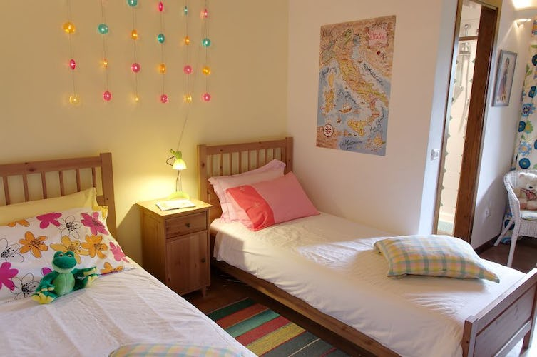 Cosy and colorful, there are 4 bedrooms for a total of 8 persons.