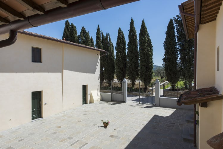 Olmofiorito Agriturismo: Characteristic courtyard for relax or events