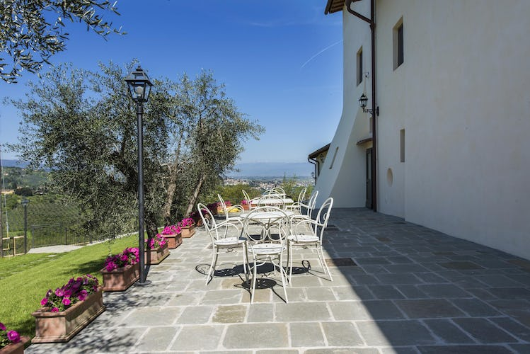 Olmofiorito Agriturismo:  panoramic terraces surround the vacation rentals