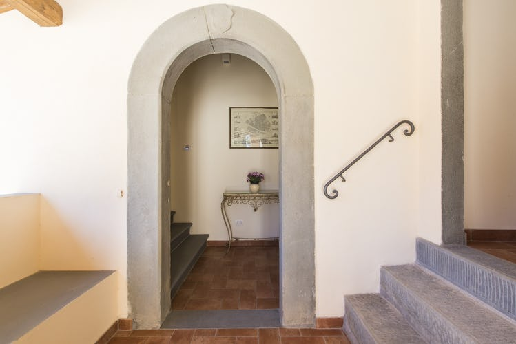 Olmofiorito Agriturismo: typical Tuscan architectural accents in stone & terracotta