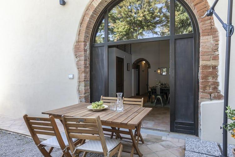L'area esterna dell'appartamento, per mangiare all'aperto