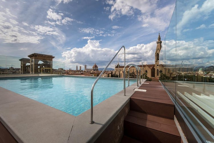 Plaza Hotel Lucchesi - roof top panoramic pool