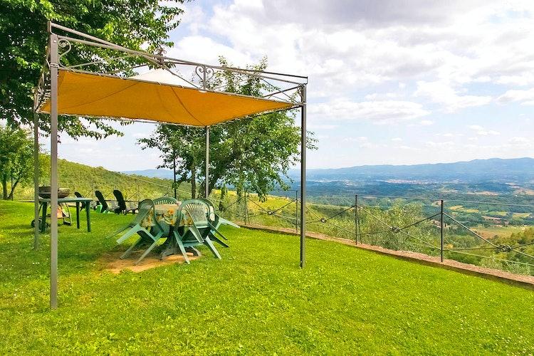 Podere Casarotta: Ample garden for relax