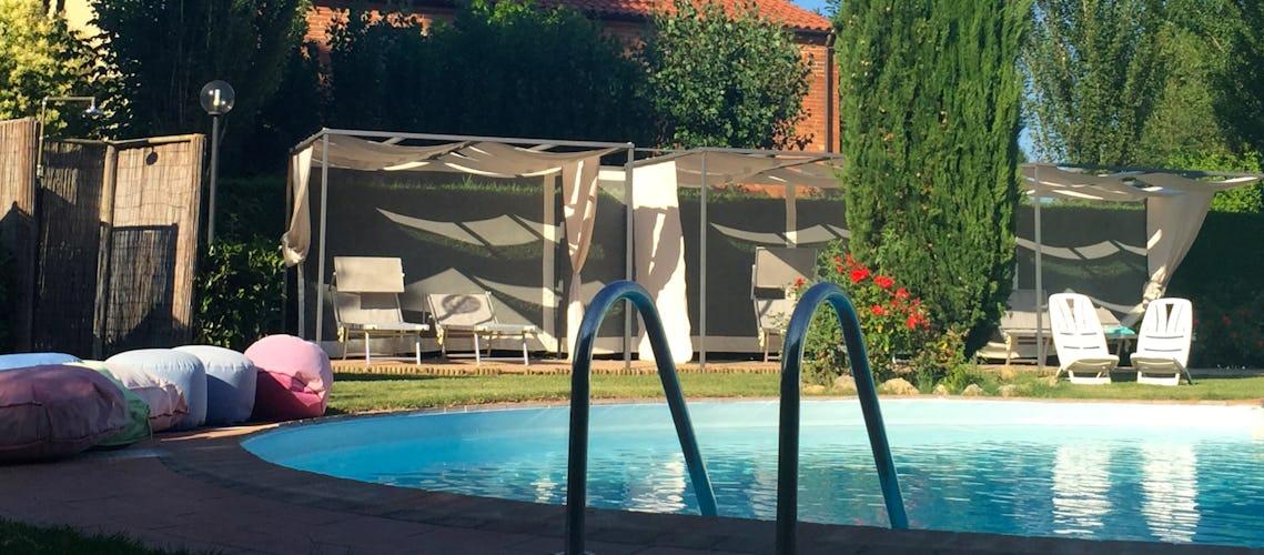 Podere Raffaello - Il giardino e la piscina dove potersi rilassare al sole