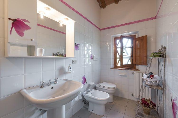 Podere Torricella - Modern & Spacious Bathroom