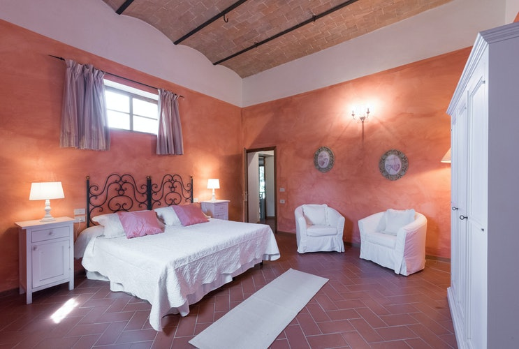 Podere Torricella - Large Bedrooms