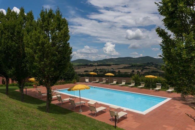 Podere Torricella - Panoramic Poolside View