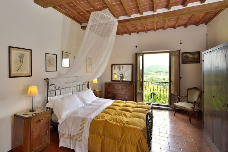Bedrooms with panormaic balcony at Politian Apartments Montepulciano