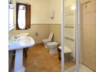 Spacious private bathrooms at Politian Apartments
