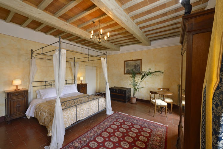 Romantic bedrooms and dreamy views at Politian Apartments