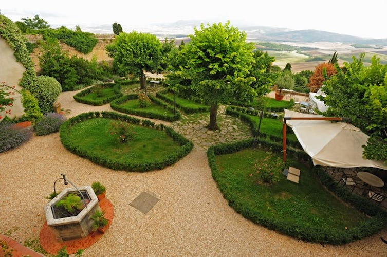 A hidden surprise, a green garden at il Chiostro di Pienza