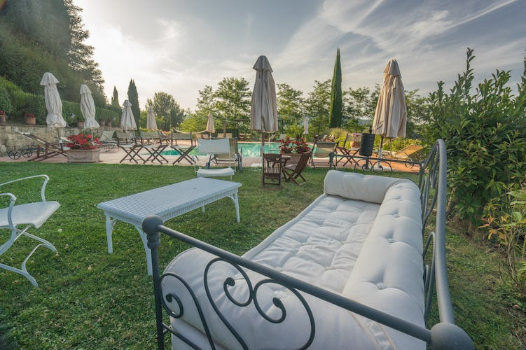 Residence Il Gavillaccio - an invitation to enjoy the Tuscany garden setting
