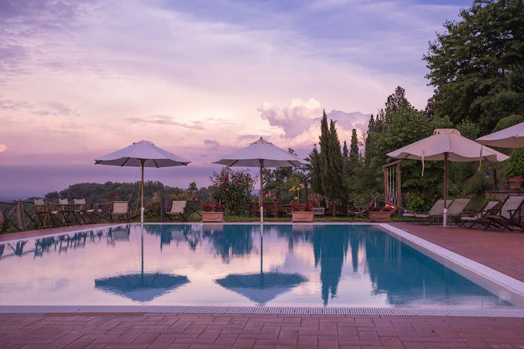 Residence Il Gavillaccio - Poolside during the sunset in Tuscany
