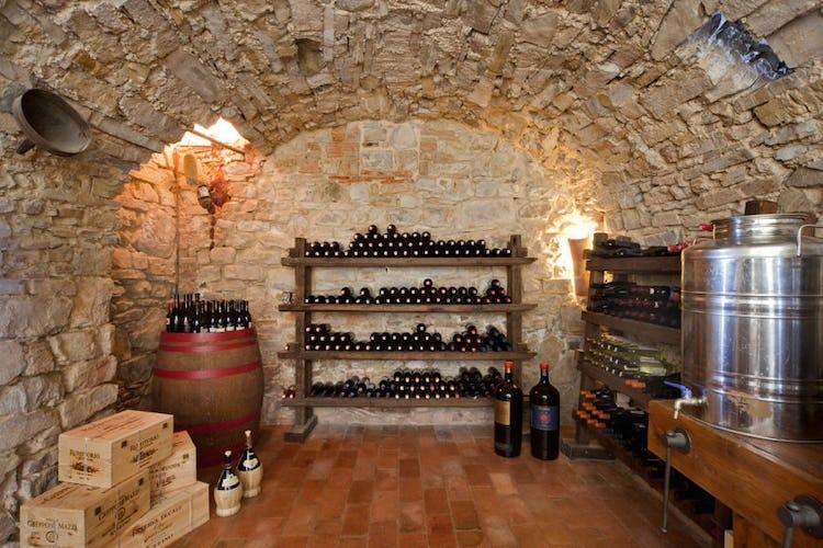 Romitorio di Serelle - La cantina con i vini del Chianti