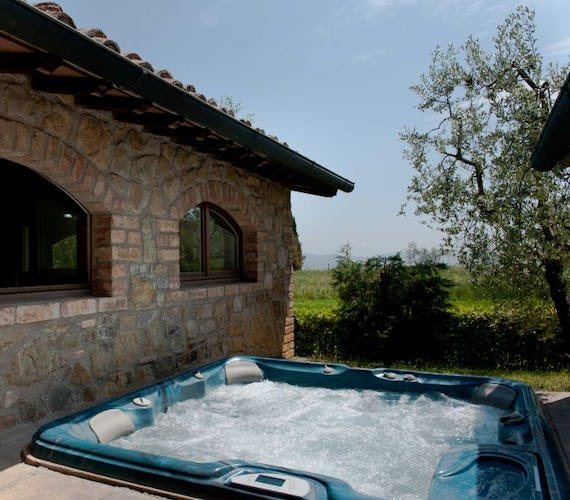 The relaxing hot tub is available for all guests at Sarna Residence