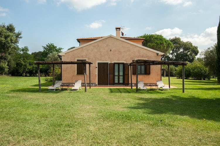 Tenuta Agricola dell'Uccellina: Dedicated garden area for self catering apartments