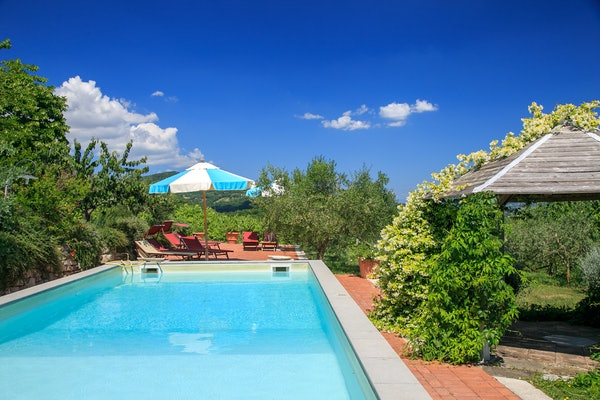 Terzo di Danciano: Poolside relaxation