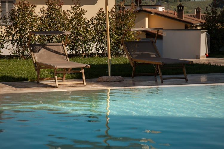 Florence Hills Luxury Resort - Relaxing Poolside