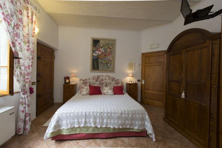 6 camere matrimoniali con arredi floreali che ne riprendono il nome