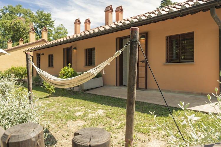 Villa Borgo la Fungaia: Private garden area