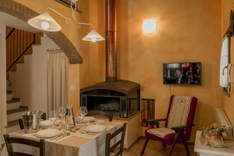 Villa Borgo la Fungaia: each apartment with a fireplace or wood burning stove