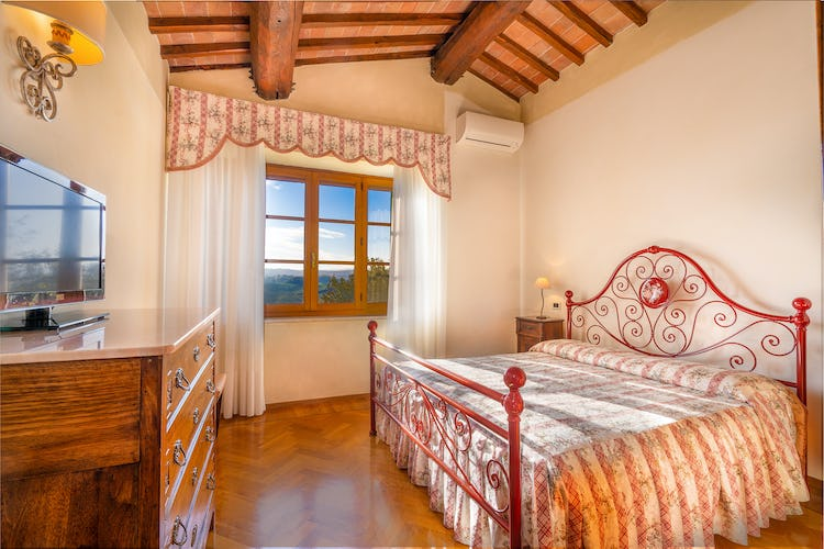 Red bedroom villa Corsanello