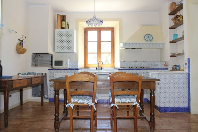 Particolare della cucina villa per vacanze vicino Siena