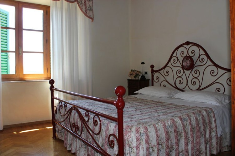 Red bedroom villa Corsanello
