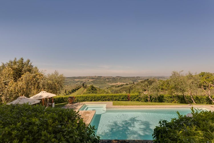 Villa I Barronci: Panoramic view of Chianti & Tuscany from pool