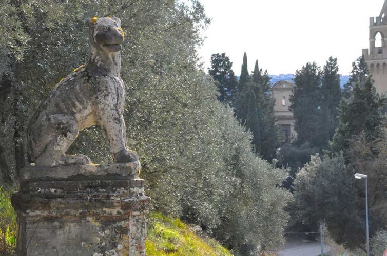 Beautiful Tuscan scenery surround the rental Villa i Leoni