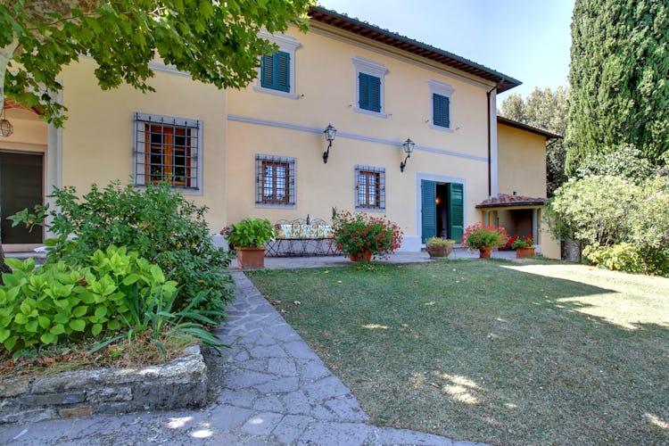 Villa Stolli - Front Garden