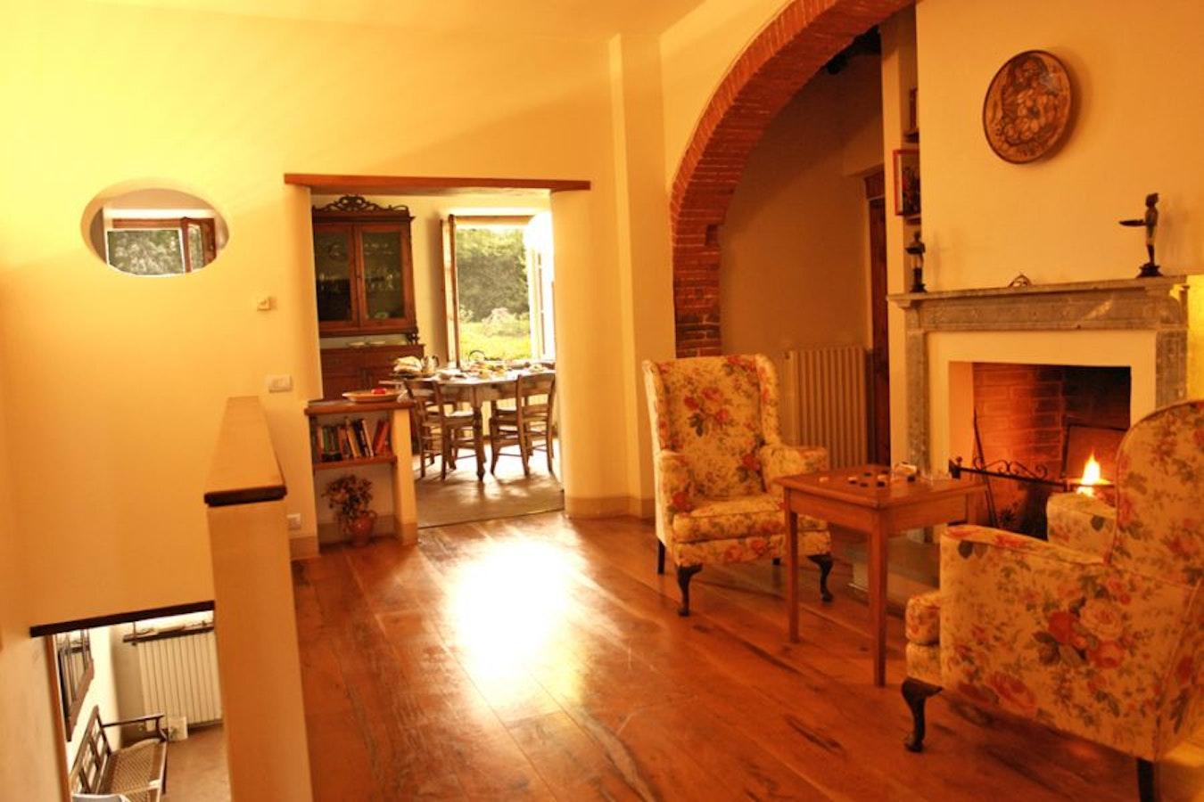 Villa vignacce bettolle siena villa con appartamenti e for Appartamenti siena