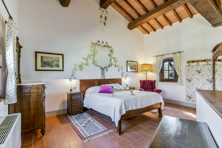 Fattoria Viticcio Rental Apartments & Vineyard: Antique furniture and personal details